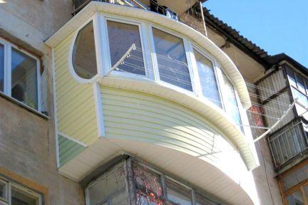 Обшивка балконов сайдингом - узнайте, почему это необходимо.