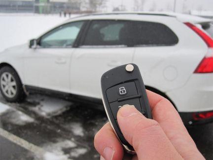 Вскрывать дверь машины