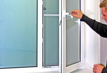 Ремонт пластиковых окон и дверей / остекление балконов / усл.