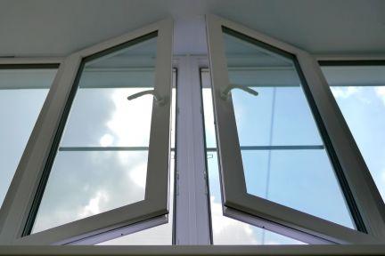 Услуги - остекление балконов и лоджий, установка пвх окон в .